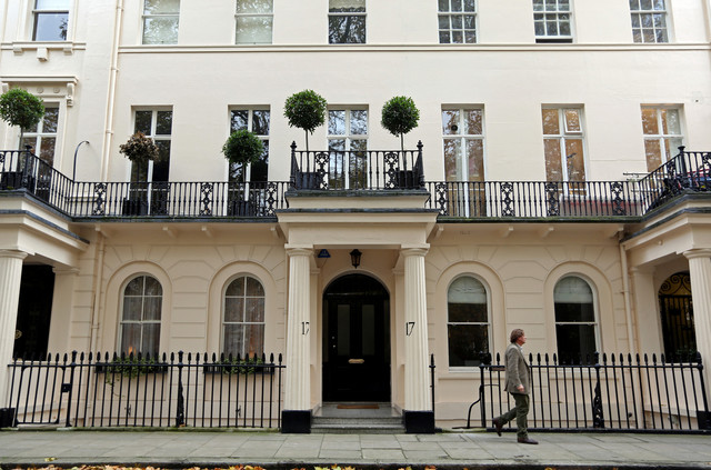 Uk housing bubble bursts roxburgh securities for Luxury homes in london